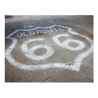 Postal Aerosol de la ruta 66 pintado en el camino,