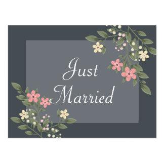 Postal Apenas boda gris casado floral de las flores