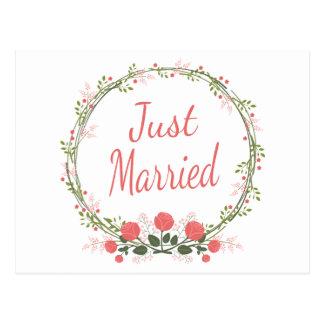 Postal Apenas boda rosado casado floral de la guirnalda