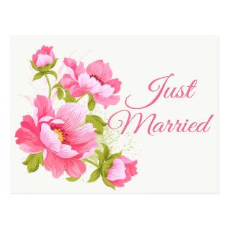 Postal Apenas boda rosado floral casado de la flor de los
