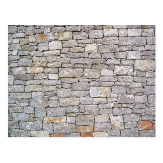 Postal apilada de la pared de la roca