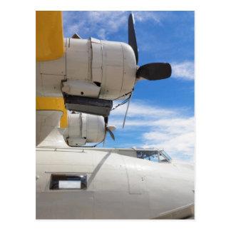 Postal Apoyos parqueados de PBY y un cielo azul