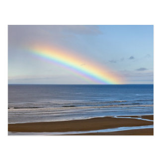 Postal Arco iris grande sobre el Océano Pacífico en