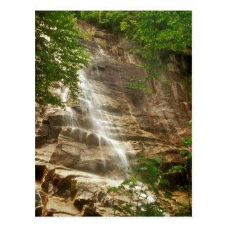Postal Arethusa baja la cascada más alta de New Hampshire