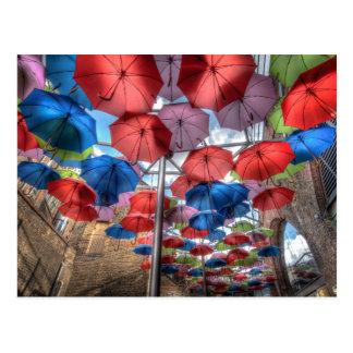 Postal Arte del paraguas del mercado de la ciudad,