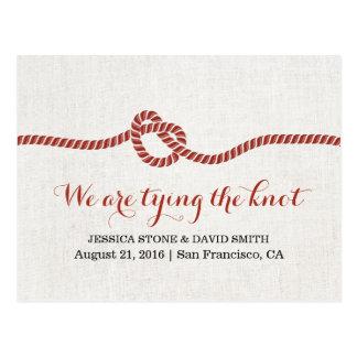 Postal Atando la cuerda roja del nudo ahorre el boda de