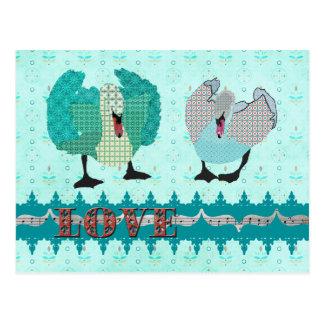 Postal azul del amor de los cisnes ostentosos