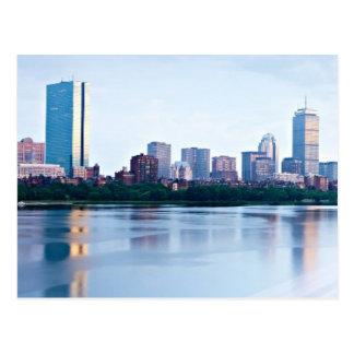 Postal Bahía trasera de Boston a través del río Charles