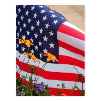 Postal Bandera americana y flores