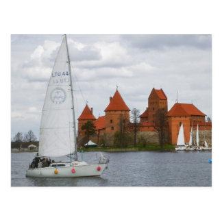 Postal Barco de vela con el castillo de la isla por el