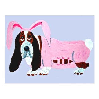 Postal Basset Hound en juego rosado del conejito