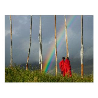 Postal Bhután, pueblo de Gangtey, arco iris sobre dos