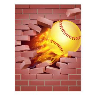 Postal Bola llameante del softball que se rompe a través