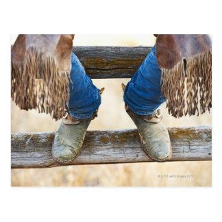 Postal Botas de vaquero en la cerca