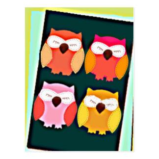 Postal Búhos coloreados multi del estilo lindo del