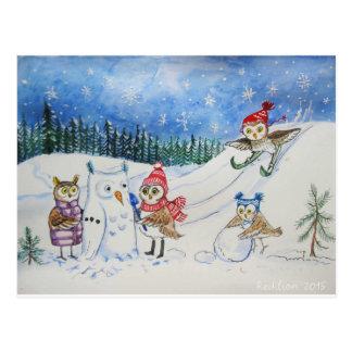 Postal Búhos del navidad que juegan en nieve