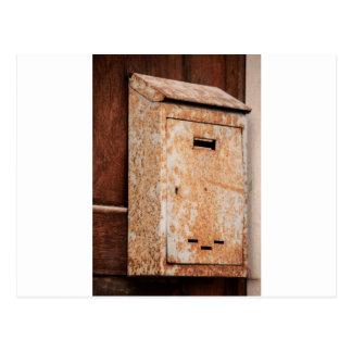 Postal Buzón oxidado al aire libre
