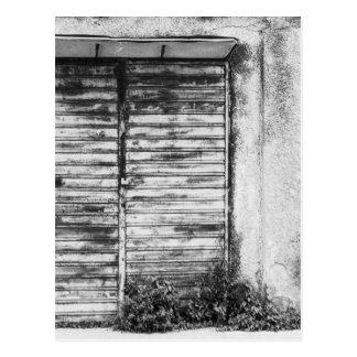 Postal Bw olvidado tienda abandonado