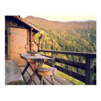 Postal Cabaña de madera con la tabla de madera en