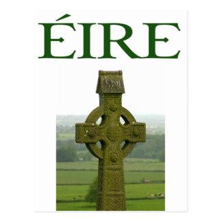 Postal Camisetas y regalos irlandeses de Eire de la cruz