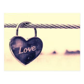 Postal Candado en forma de corazón del amor