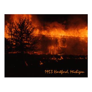 Postal Casa 1953 de Hartford Michigan en el fuego