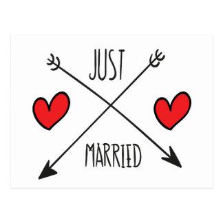 Postal casada del boda apenas del corazón y de la