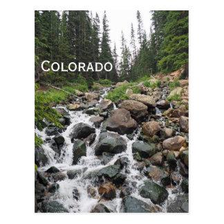 Postal cascada en las montañas de Colorado