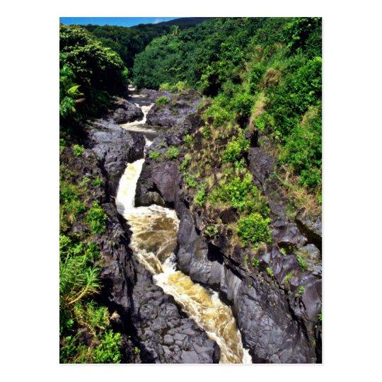 Postal Cascada rápida del río a través de la garganta