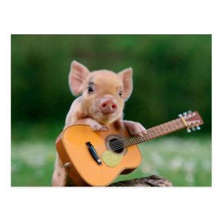 Postal Cerdo lindo divertido que toca la guitarra