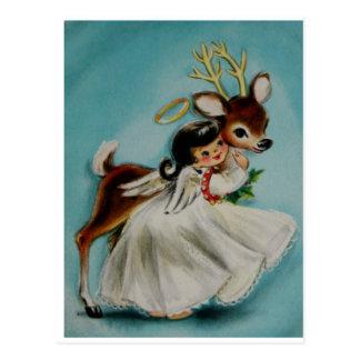 Postal Chica dulce del ángel que abraza ciervos adorables