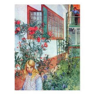 Postal Chica en el jardín con las flores rojas