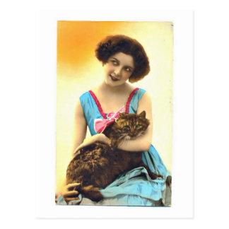 Postal Chica joven hermosa y su gato