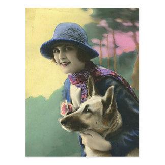 Postal Chica y alemán Shepard del encanto del vintage