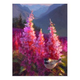 Postal Chickadee en Wildflowers de Alaska con las