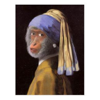 Postal Chimpancé con el pendiente de la perla