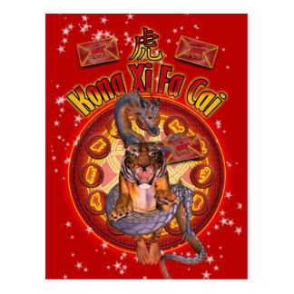 Postal china del Año Nuevo con el tigre y el dragó