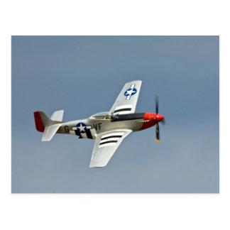 Postal Combatiente del mustango de P-51D con volar de las