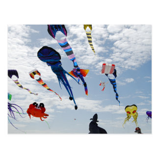 Postal Cometas del multicolor que pintan el cielo