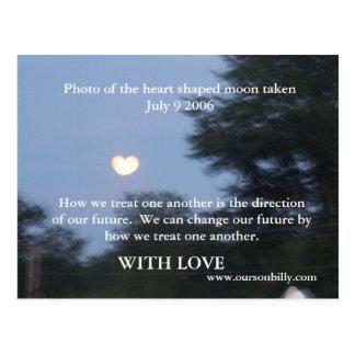 postal con la luna en forma de corazón