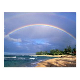 postal con un arco iris hermoso de la costa