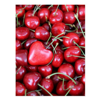 Postal corazón en las cerezas