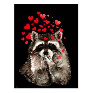 Postal Corazones del amor de los besos del mapache que