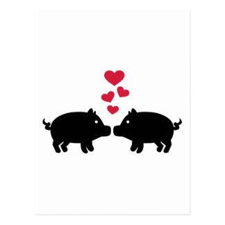 Postal Corazones del rojo del amor del cerdo