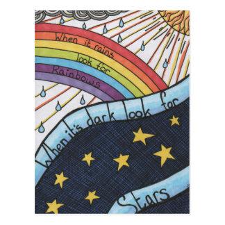 Postal Cuando llueve busque los arco iris