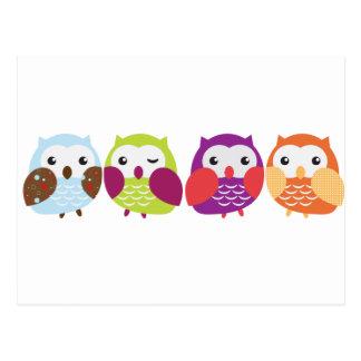 Postal Cuatro búhos coloridos