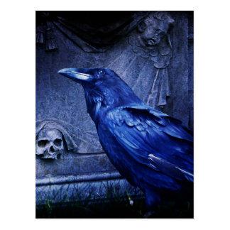 Postal Cuervo en la piedra sepulcral