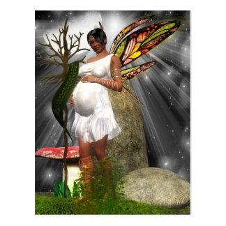 Postal de hadas afroamericana embarazada