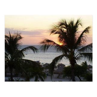 Postal de la puesta del sol de Aruba de la playa
