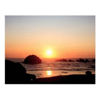 Postal de la puesta del sol de la roca de la cara
